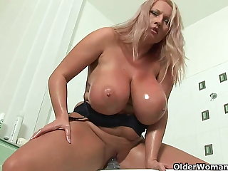 Mature soccer mom with big knockers fucks a dildo