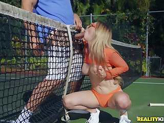 Tennis right-angled Kara Lee turns into a hardcore fuck on the court