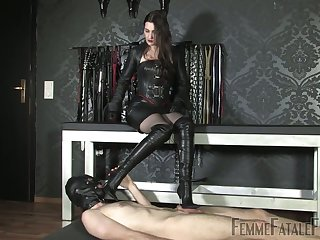 Latex coitus games alongside such a voracious dominant bitch Victoria Valente