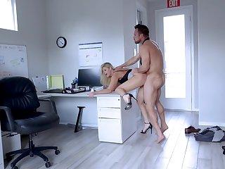 Muscular guy fucks the mature secretary until filling her ass