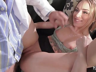Anna Claire Handles Chunky Dick Of Lucky Doctor