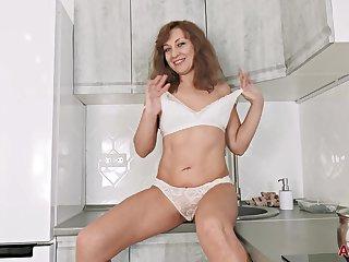Rafaella Mature Pleasure Babe